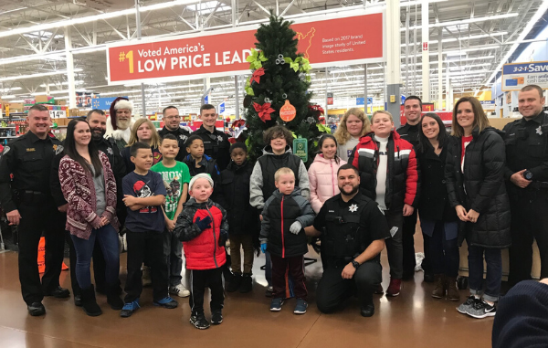 Christmas_Shop_with_a_cop_2018