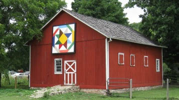 perry farm red barn with quilt displayed